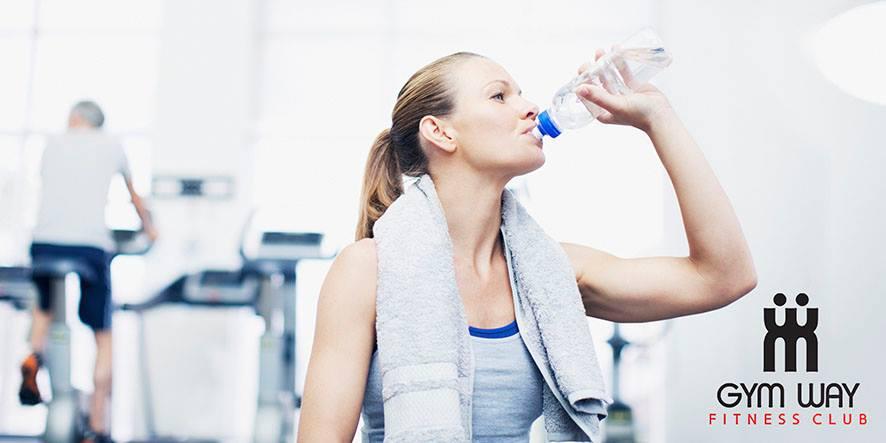 Πως το νερό θα σε βοηθήσει να κάψεις γρήγορα το λίπος!